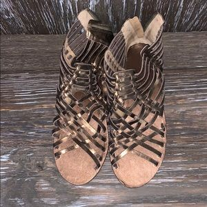 Tommy Bahamas brownish gold sandals